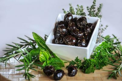 Black olives with Provencal Herbs