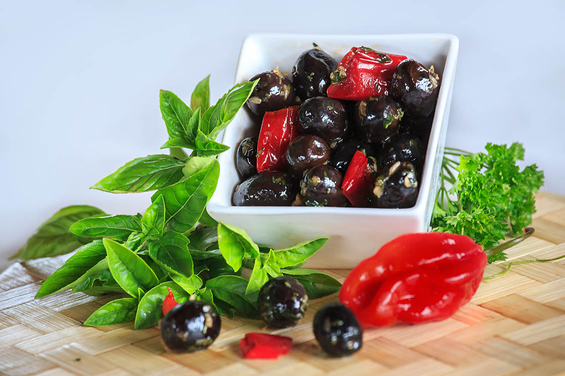 Olives noires piments 1